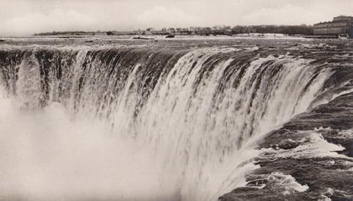 Horseshoe Falls Brink